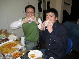 200800329 -SB-sb-eat.jpg